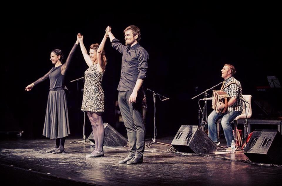 Dantza Eskola Andoni Aresti en la presentación del disco de Xabi Aburruzaga.